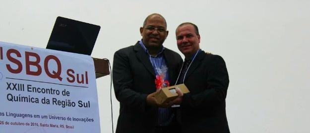 cd7029f299 21 11 2016 - Professor de Química recebe premiação estadual